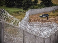migrant crisis Hungary fence