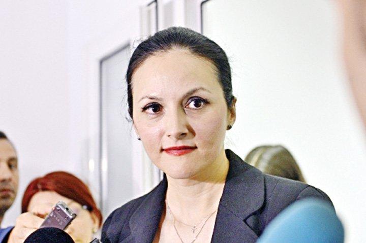 Alina Bica a vorbit despre părinţii ei de la Făgăraş, în ...  |Alina Bica