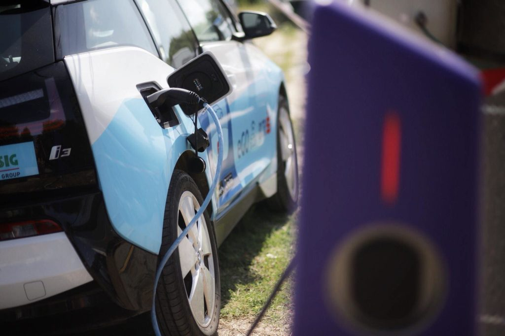eGO, the car sharing service with an electric fleet is now accesible for all card holders